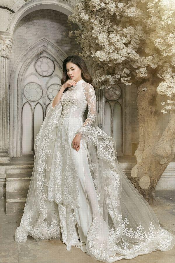 Áo dài ăn hỏi giúp cô dâu khoe trọn combo eo thon ngực nở gợi cảm - Hình 4