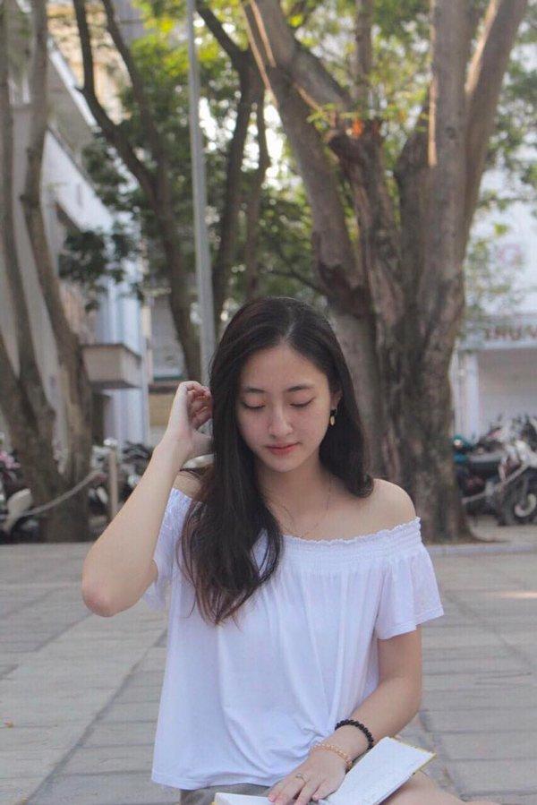 Bằng chứng cho thấy Hoa hậu Lương Thuỳ Linh đích thị là thiên thần áo trắng mới của Vbiz - Hình 15