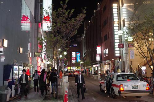 Các tiệm mì túp lều ở khu phố đèn đỏ của Nhật Bản - Hình 3