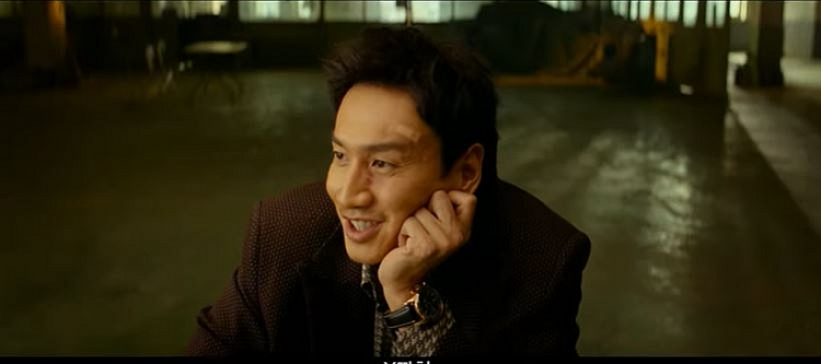 'Té ghế' với con bạc táo tợn Lee Kwang Soo trong phim mới - Hình 3