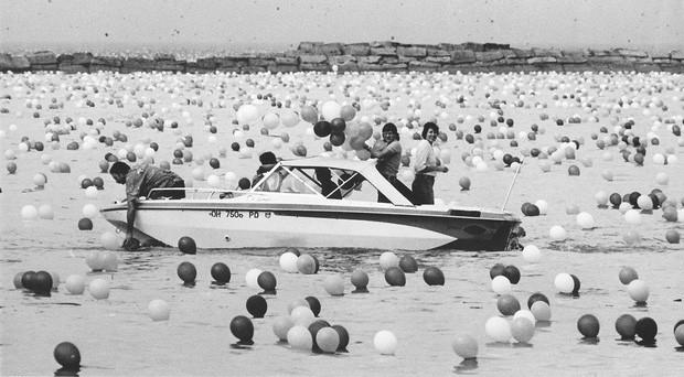 Chuyện về thảm họa gây quỹ tai tiếng nhất lịch sử: Thả 1,4 triệu quả bóng lên trời, tưởng lập kỷ lục nào ngờ biến thành chuỗi bi kịch không hồi kết - Hình 4