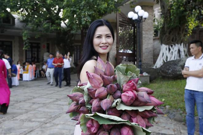 Cô Hạnh bán hoa Về nhà đi con được khen hết lời vì ngoại hình lột xác, nhan sắc đáng ngưỡng mộ ở tuổi 41 - Hình 8