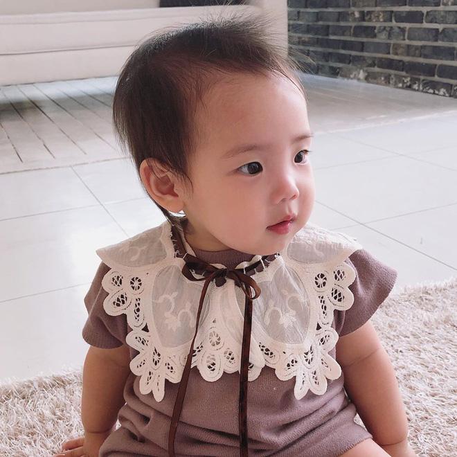 Con gái thứ hai của nữ thần Kpop thế hệ 1 Eugene và tài tử Ki Tae Young gây chú ý vì lộ mặt xinh như thiên thần - Hình 2