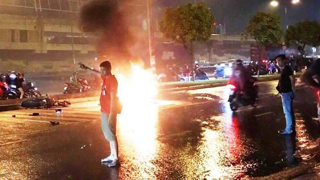 Cứu 2 nạn nhân thoát khỏi đám cháy sau tai nạn ở Sài Gòn - Hình 1