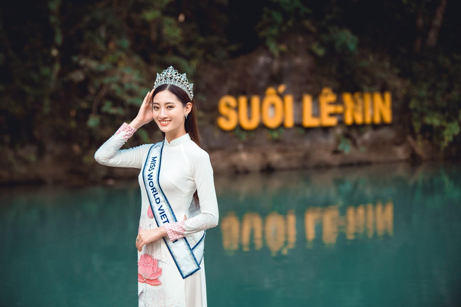 Hoa hậu Lương Thùy Linh diện áo dài thả dáng giữa đất trời Cao Bằng  - Hình 3