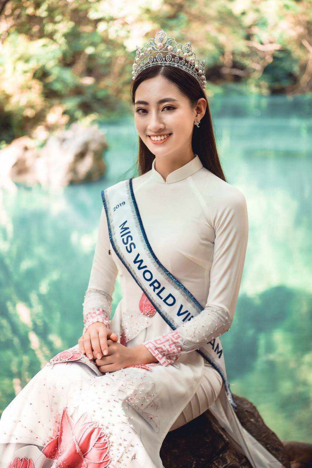 Hoa hậu Lương Thùy Linh diện áo dài thả dáng giữa đất trời Cao Bằng  - Hình 16
