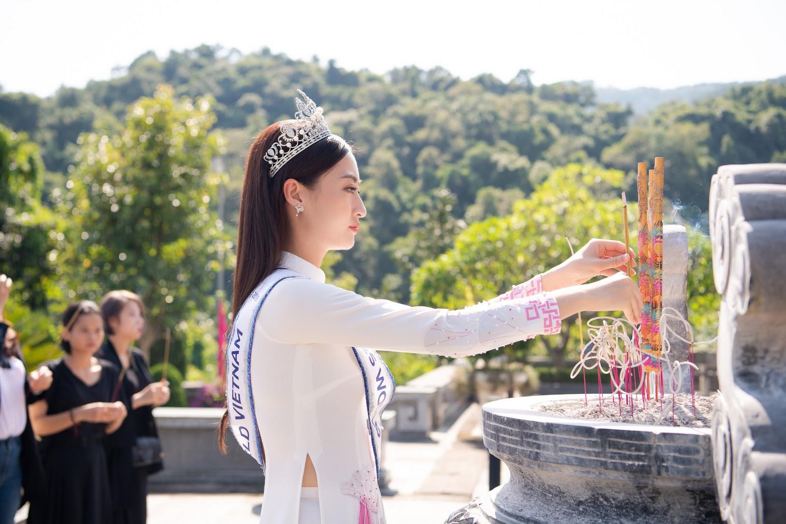 Hoa hậu Lương Thùy Linh diện áo dài thả dáng giữa đất trời Cao Bằng  - Hình 31