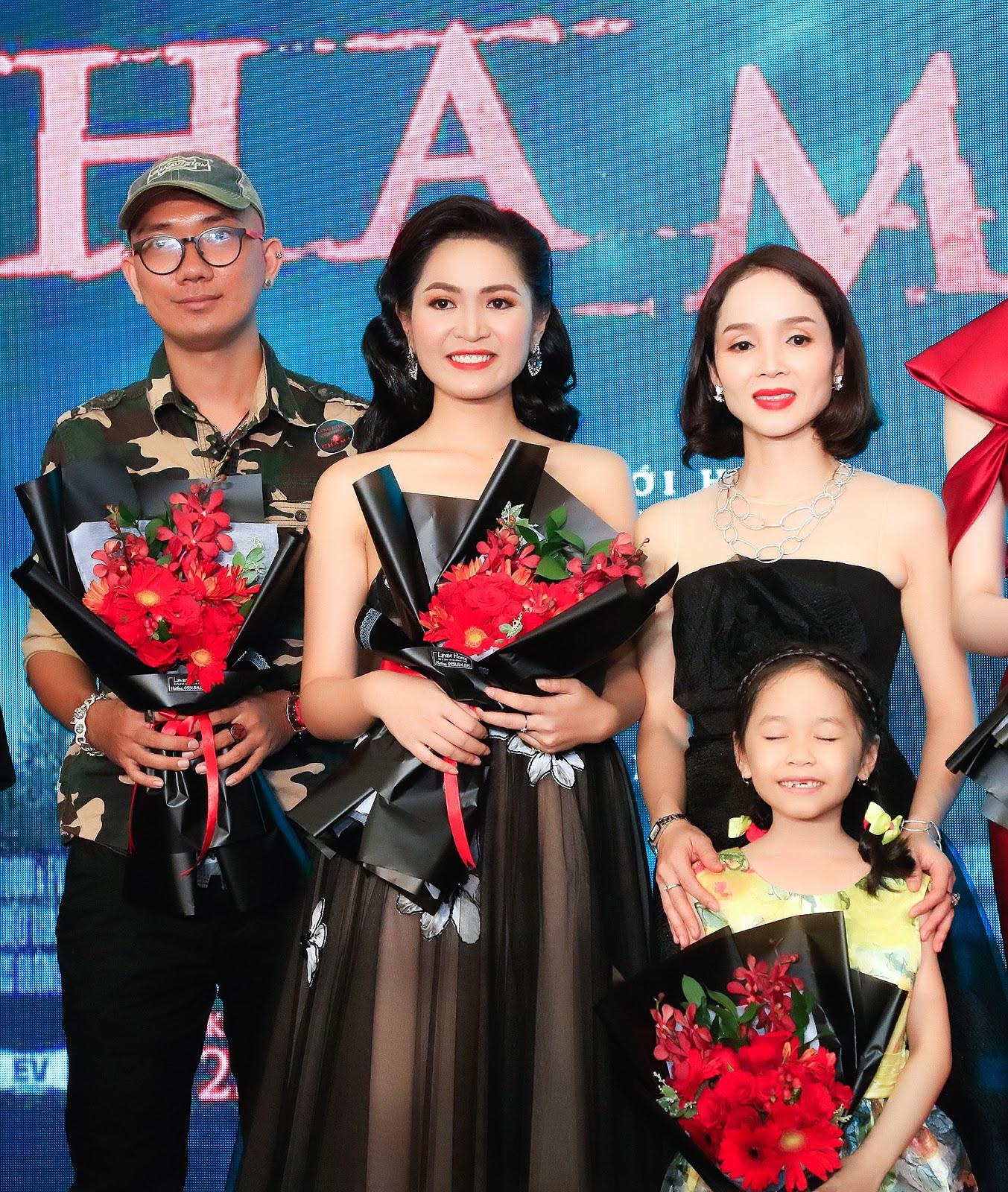Nguyễn Duyên Quỳnh xuất hiện đầy thần thái, quyến rũ trên thảm đỏ của phim điện ảnh Cha Ma - Hình 9