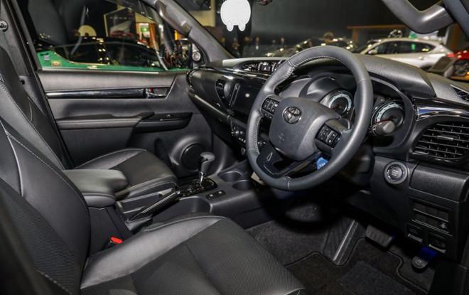 Toyota Hilux có thêm bản đặc biệt Black Edition - Hình 3