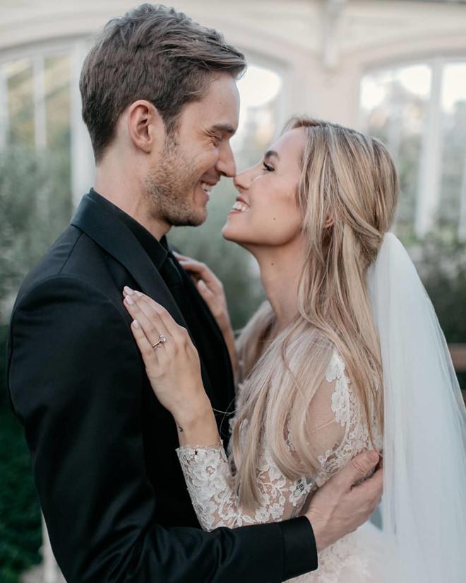 Vlogger PewDiePie đăng ảnh đám cưới, fan nói thật bất ngờ - Hình 2