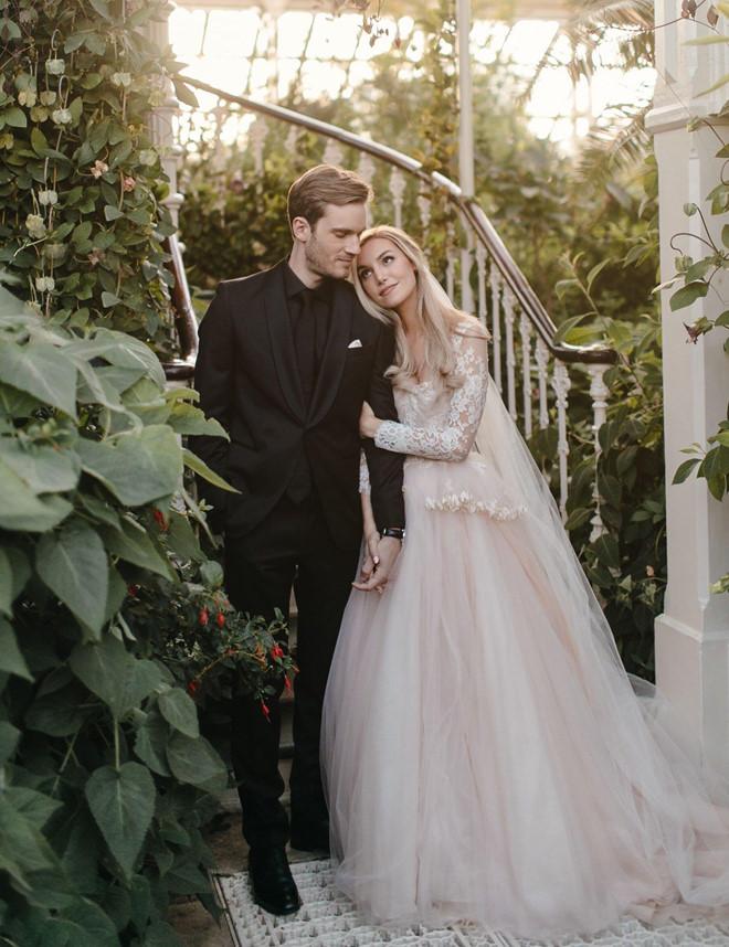 Vlogger PewDiePie đăng ảnh đám cưới, fan nói thật bất ngờ - Hình 3