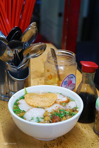Xe mì gốc Hoa sau 40 năm vẫn bán bên vỉa hè Sài Gòn - Hình 2
