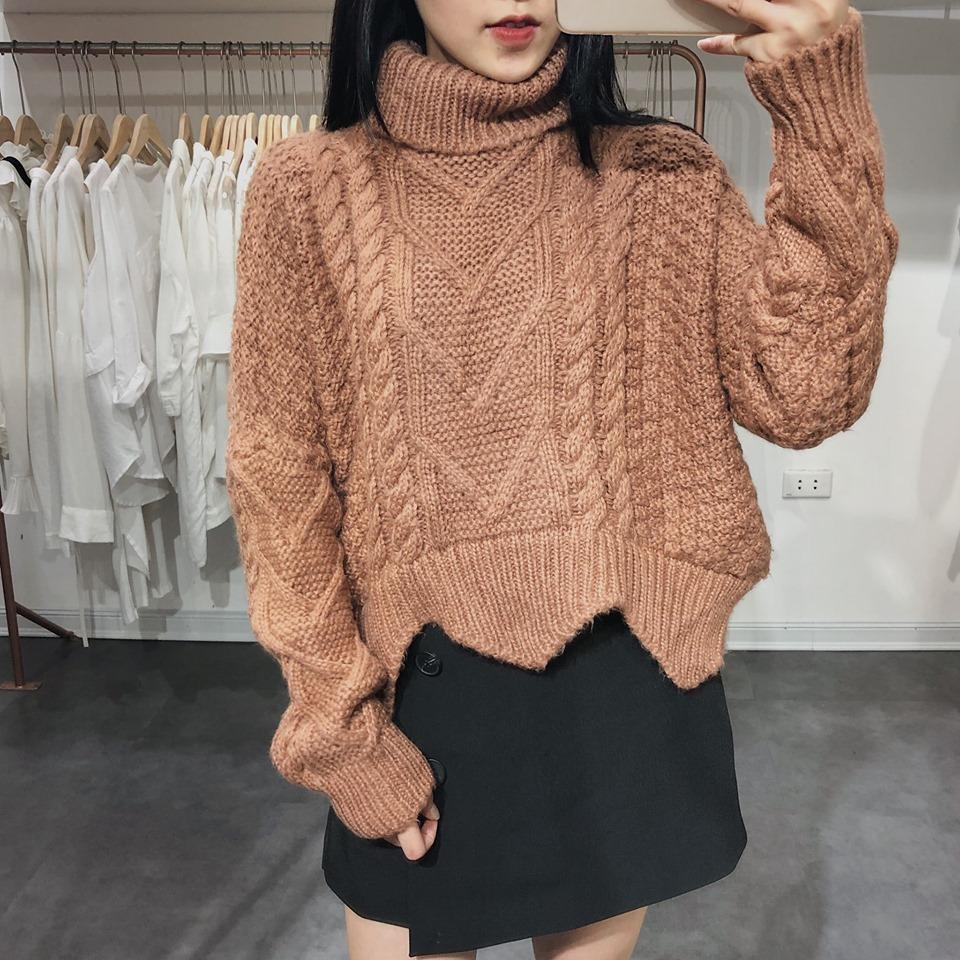 Ấm áp, tiện lợi lại thời trang với áo len cổ lọ - Hình 2