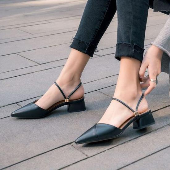 Các kiểu giày đế thấp cho chị em văn phòng - Hình 2