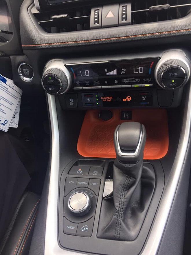 Toyota RAV4 2019 bản Adventure xuất hiện tại Việt Nam - Hình 3