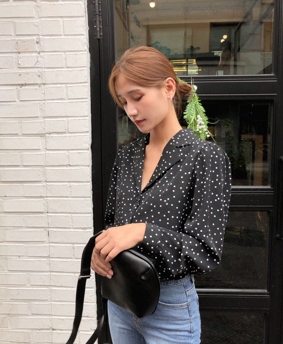 HH Thu Thảo đích thị là tín đồ của áo blouse và bạn sẽ không phải hối hận nếu học theo cô, sắm ngay 5 kiểu sau - Hình 6