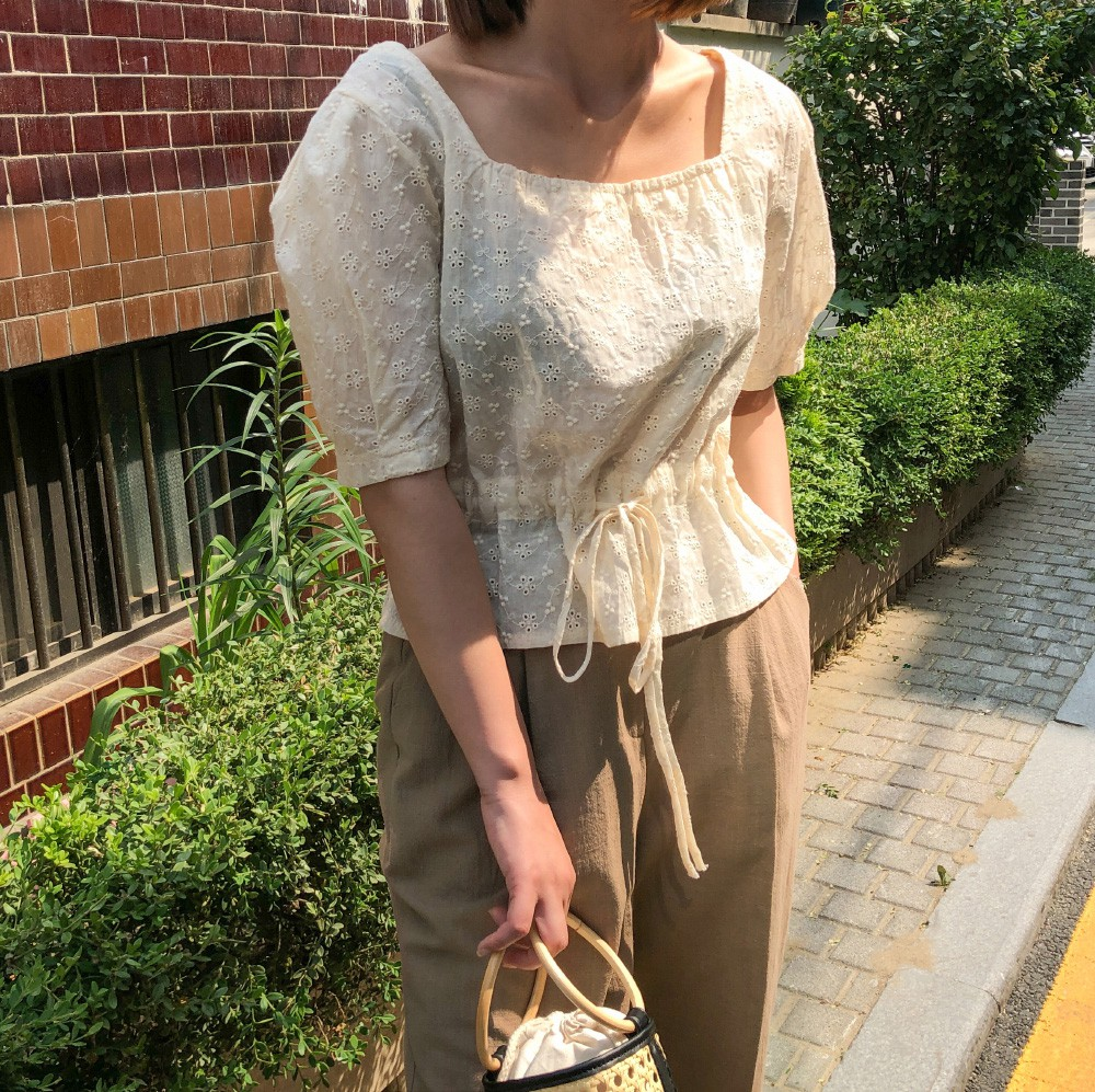 HH Thu Thảo đích thị là tín đồ của áo blouse và bạn sẽ không phải hối hận nếu học theo cô, sắm ngay 5 kiểu sau - Hình 10