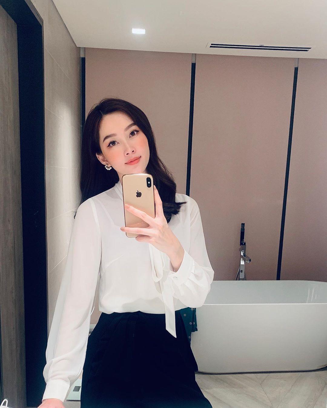 HH Thu Thảo đích thị là tín đồ của áo blouse và bạn sẽ không phải hối hận nếu học theo cô, sắm ngay 5 kiểu sau - Hình 13