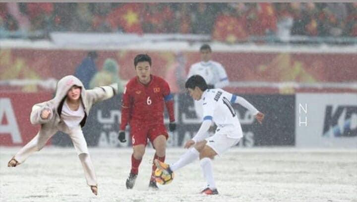 Hiền Hồ ngượng ngùng giữa dàn cầu thủ, được Quang Hải gọi là anh em - Hình 3