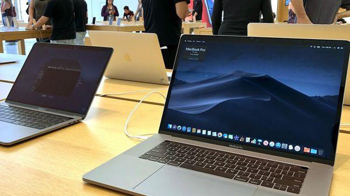 Ngoài MacBook Pro 15 inch, thiết bị nào còn bị cấm mang lên máy bay? - Hình 1