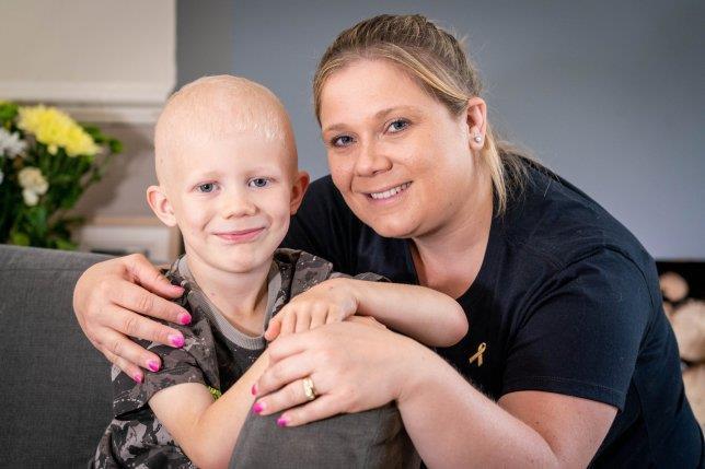 Bé trai 6 tuổi mắc ung thư tinh hoàn - Hình 1