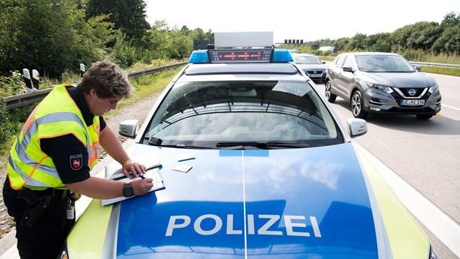 Cậu bé 8 tuổi trộm ôtô trong đêm, phóng bạt mạng trên cao tốc - Hình 1