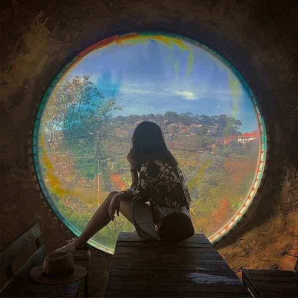 Chỉ với ô cửa sổ đầy màu sắc ở Đà Lạt này mà dân tình đã cho ra đời loạt ảnh không ảo không lấy tiền - Hình 23