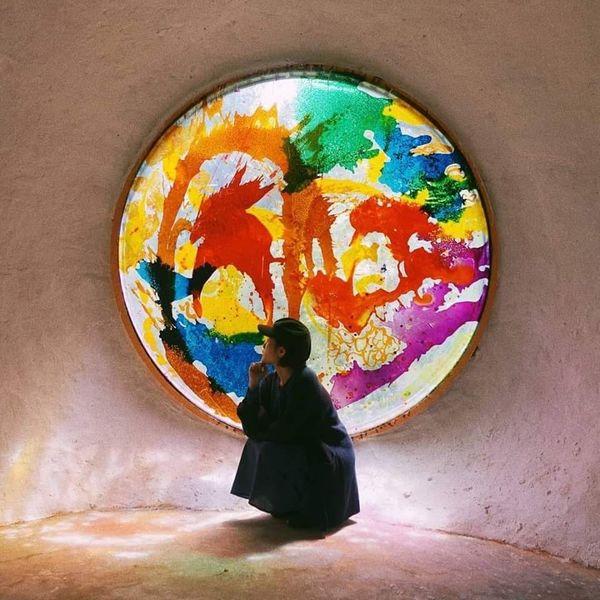 Chỉ với ô cửa sổ đầy màu sắc ở Đà Lạt này mà dân tình đã cho ra đời loạt ảnh không ảo không lấy tiền - Hình 7