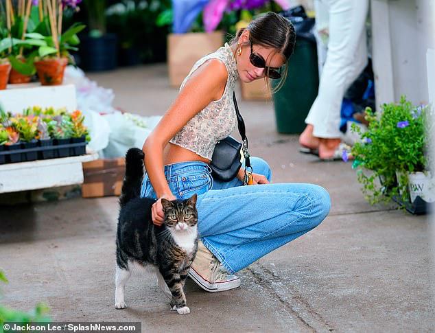 Cindy Crawford ăn vận sành điệu, trẻ trung xuống phố cùng con gái yêu - Hình 6