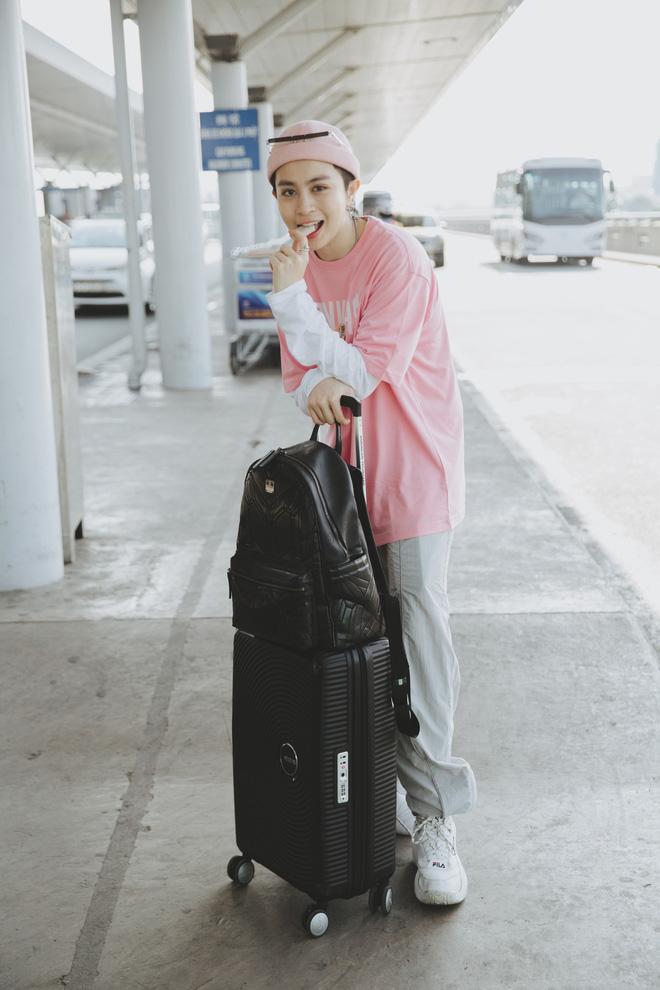 Gil Lê xuất hiện nổi bật, biểu cảm cực cool tại sân bay sang Indonesia làm Host Confetti Việt Nam - Hình 2