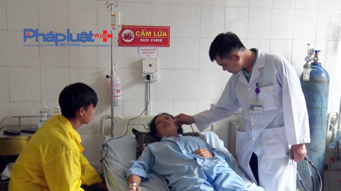 Hà Giang: Đang ngồi trong nhà, 2 người bị sét đánh nhập viện - Hình 1