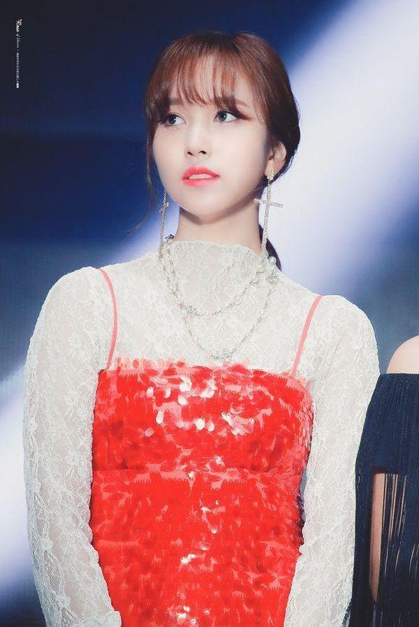 Hành động ý nghĩa của TWICE dành cho Mina tại lễ trao giải Soribada 2019 nhận về cơn mưa lời khen từ netizen - Hình 2