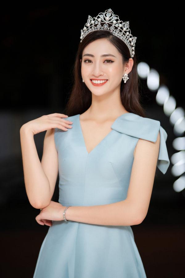 Hoa hậu Lương Thùy Linh gây choáng với kho giấy khen đồ sộ, fan đợi kỳ tích tại Miss World - Hình 7