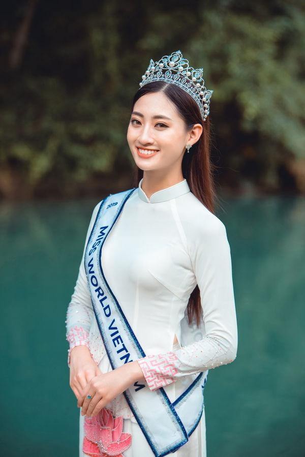 Hoa hậu Lương Thùy Linh gây choáng với kho giấy khen đồ sộ, fan đợi kỳ tích tại Miss World - Hình 1