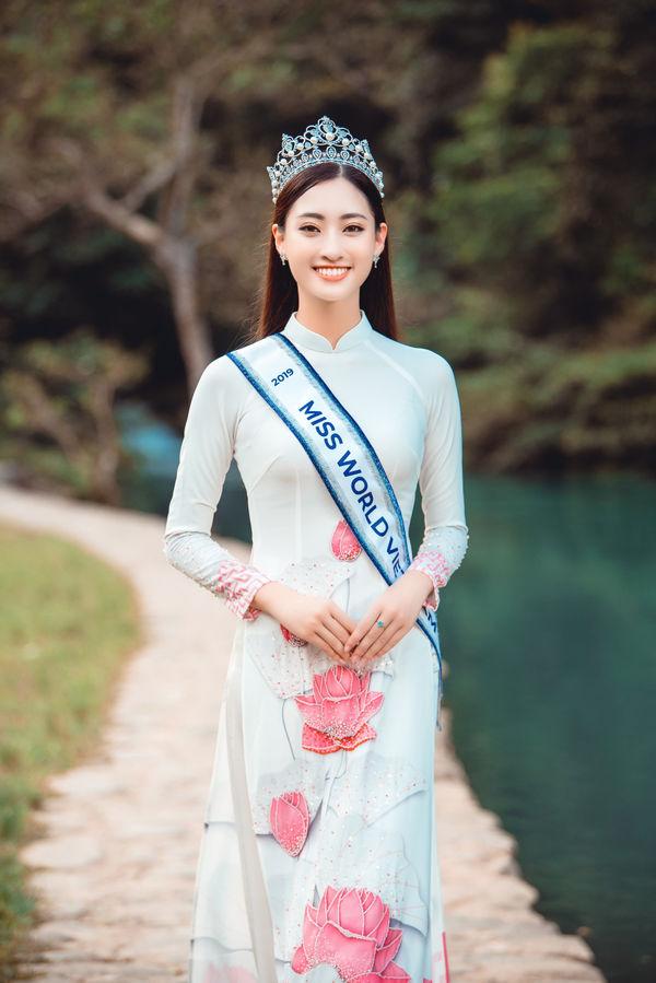 Hoa hậu Lương Thùy Linh gây choáng với kho giấy khen đồ sộ, fan đợi kỳ tích tại Miss World - Hình 6