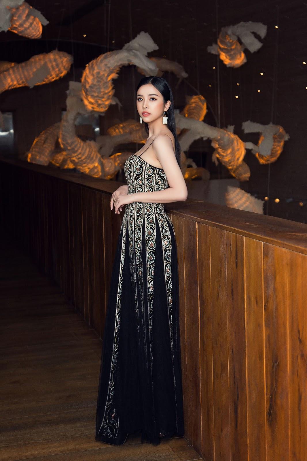 Hoa hậu Tiểu Vy khoe vẻ đẹp truyền thống giữa rừng hoa showbiz - Hình 10