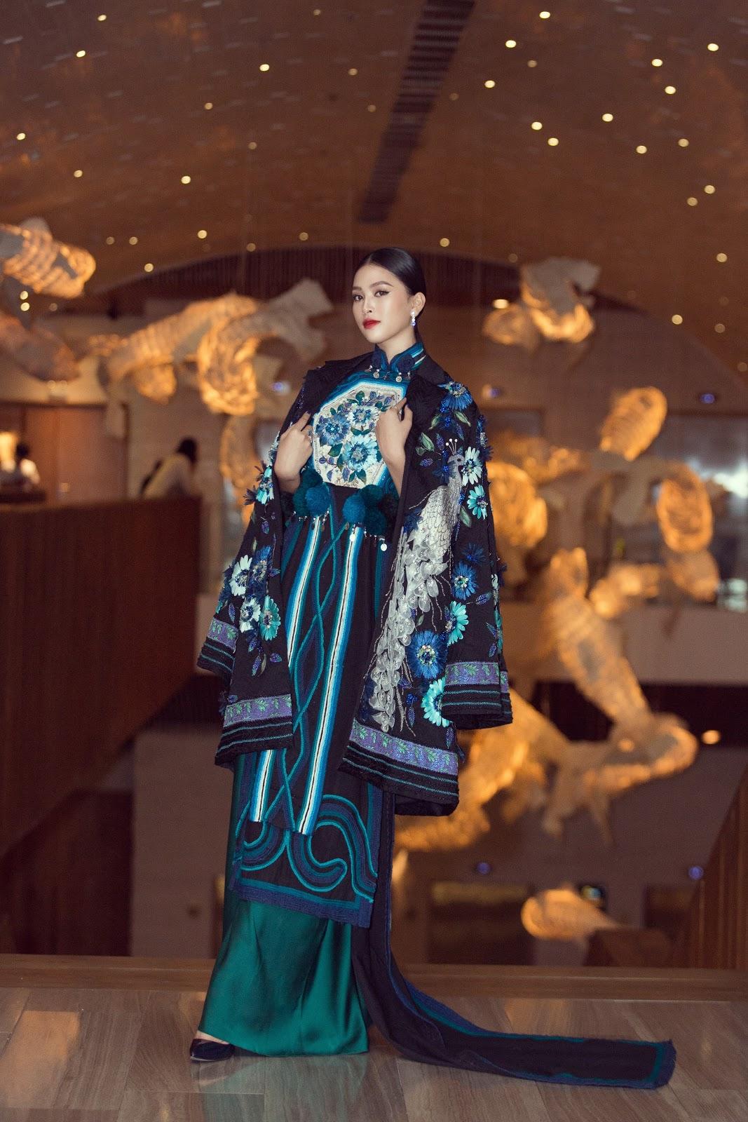 Hoa hậu Tiểu Vy khoe vẻ đẹp truyền thống giữa rừng hoa showbiz - Hình 3