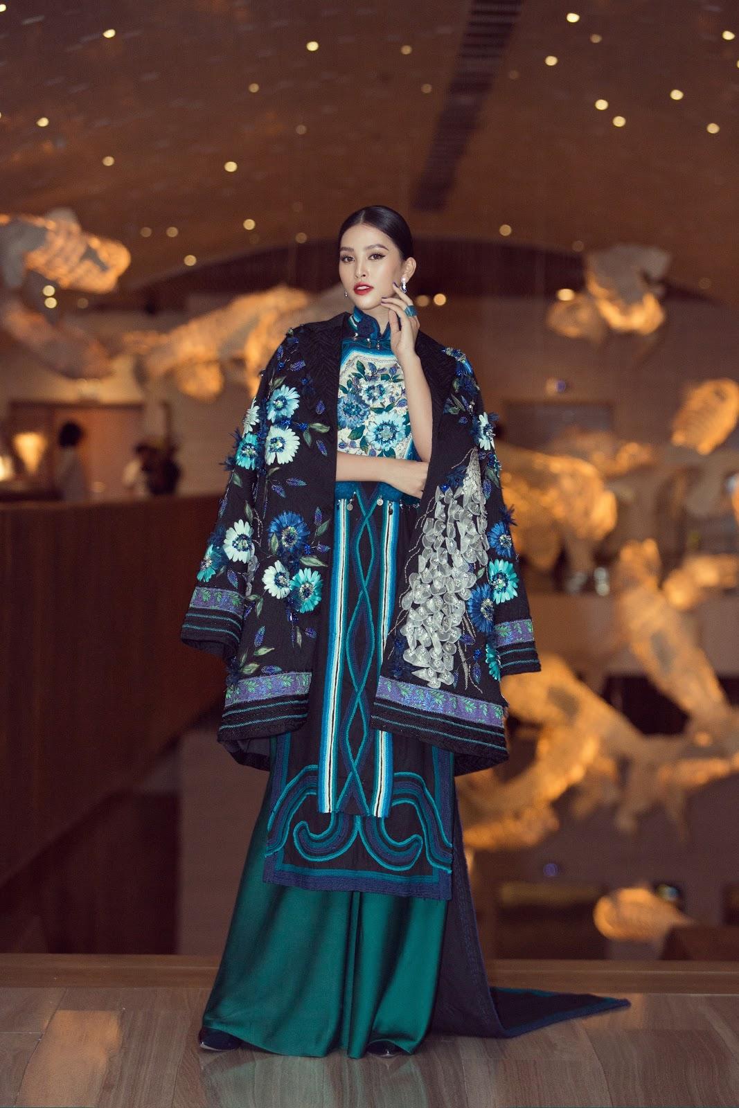 Hoa hậu Tiểu Vy khoe vẻ đẹp truyền thống giữa rừng hoa showbiz - Hình 5