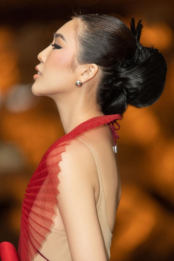Hoa hậu Tường Linh ấn tượng với váy áo xếp giấy, tiết lộ bị bạn bè nghĩ là Lesbian - Hình 4