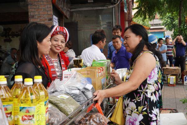 Hội Nông dân Hà Giang đưa đặc sản cao nguyên đá về Thủ đô - Hình 1