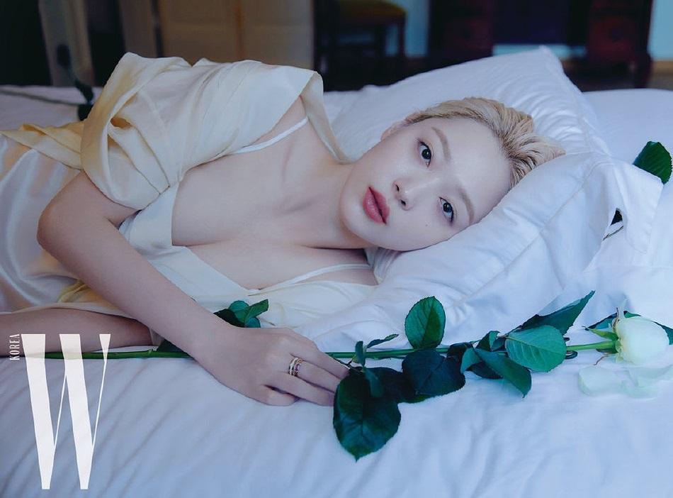 Hot girl nổi loạn xứ Hàn siêu quyến rũ với phong cách Lolita gợi cảm - Hình 1