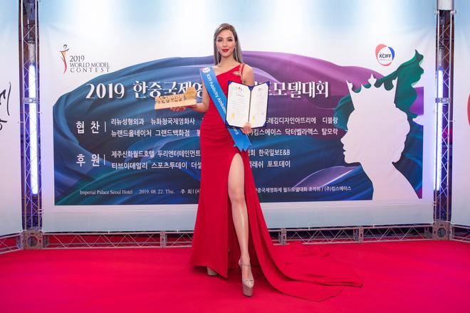 Khả Trang khoe sắc vóc chuẩn siêu mẫu tại Hàn, nhận được vinh dự mà nhiều mỹ nhân mơ ước - Hình 6