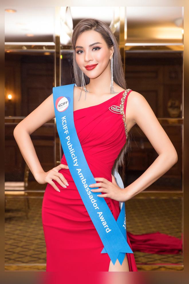 Khả Trang khoe sắc vóc chuẩn siêu mẫu tại Hàn, nhận được vinh dự mà nhiều mỹ nhân mơ ước - Hình 2