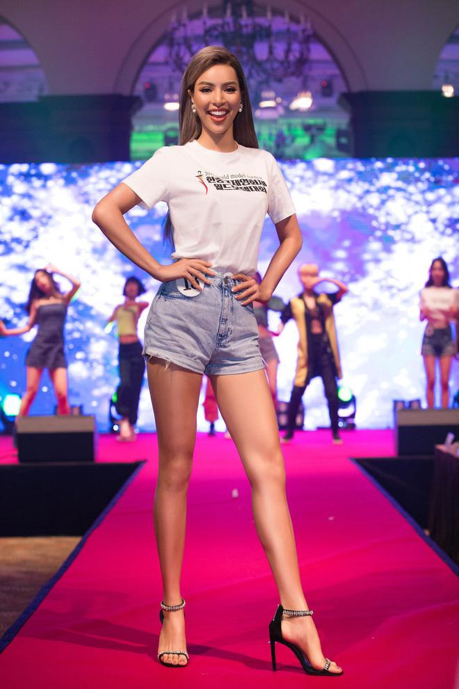 Khả Trang khoe sắc vóc chuẩn siêu mẫu tại Hàn, nhận được vinh dự mà nhiều mỹ nhân mơ ước - Hình 9