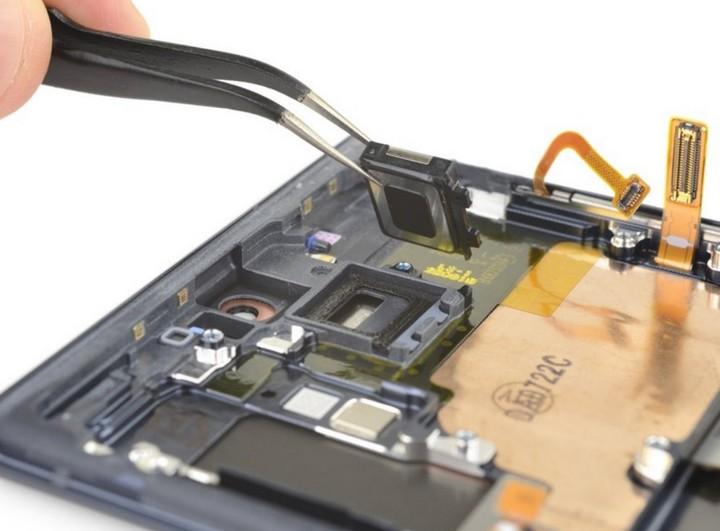 Mổ bụng Galaxy Note 10 plus 5G: chiếc Galaxy khó sửa nhất hiện nay, mạch lớp giống iPhone - Hình 14