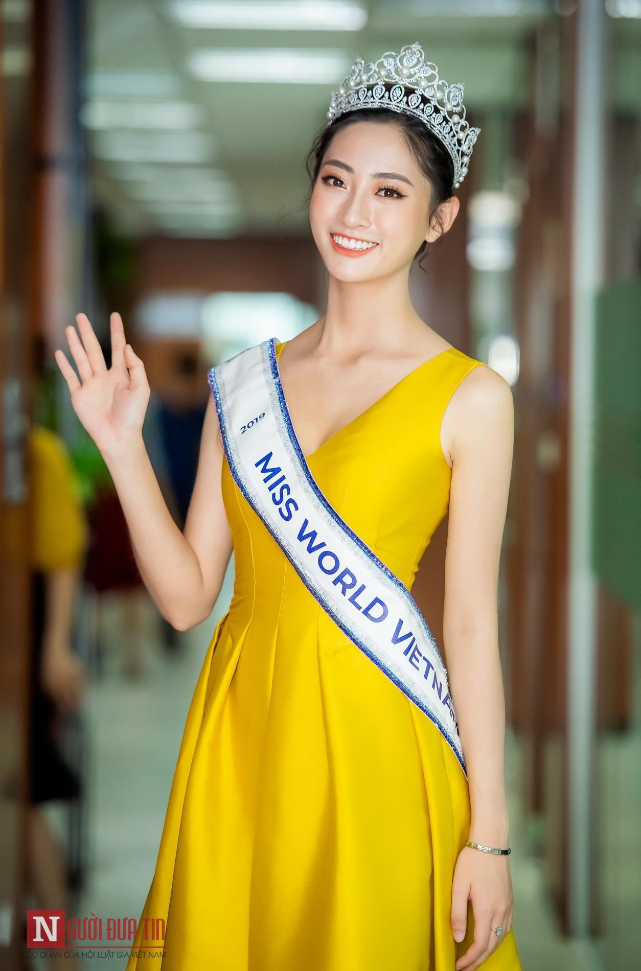 Ngỡ ngàng với nhan sắc Hoa hậu Lương Thùy Linh sau nửa tháng đăng quang - Hình 9