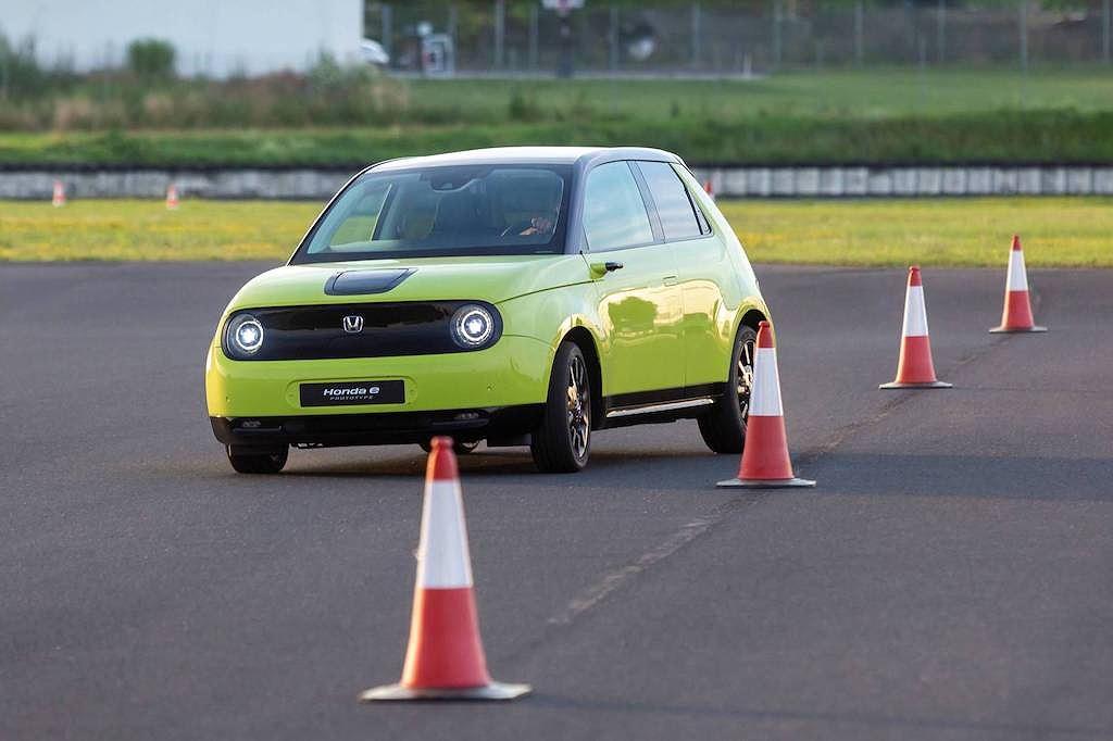 Nhỏ cỡ Ford Fiesta, xe điện Honda e lại mạnh ngang Hyundai Elantra 2.0! - Hình 7