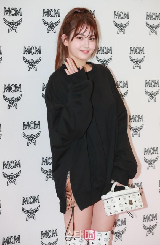 Nữ thần lai nhà YG đầy sang chảnh, Lee Da Hae mặt cứng đờ bên bạn gái Lee Kwang Soo và dàn sao xứ Hàn tại sự kiện - Hình 6