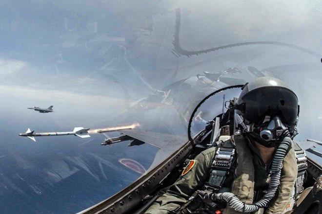 PLA: Đài Loan mua máy bay F-16 từ Mỹ là phí tiền và vô dụng - Hình 1