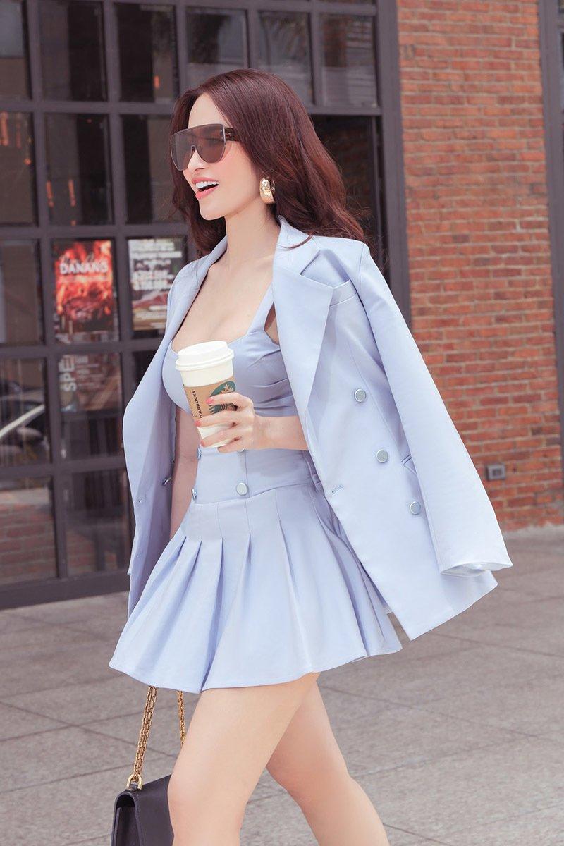 Princess Ngọc Hân xuống phố thanh lịch với trang phục màu pastel - Hình 1